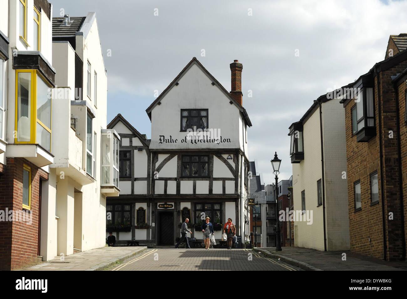 Modern Terrace Homes & Duke of Wellington Tudor Pub, Southampton, UK - Stock Image