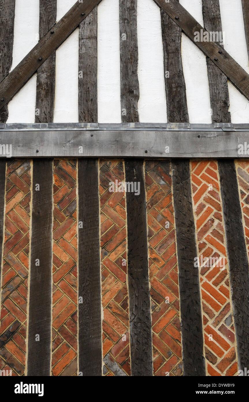 Tudor brickwork & wall timbers - Stock Image