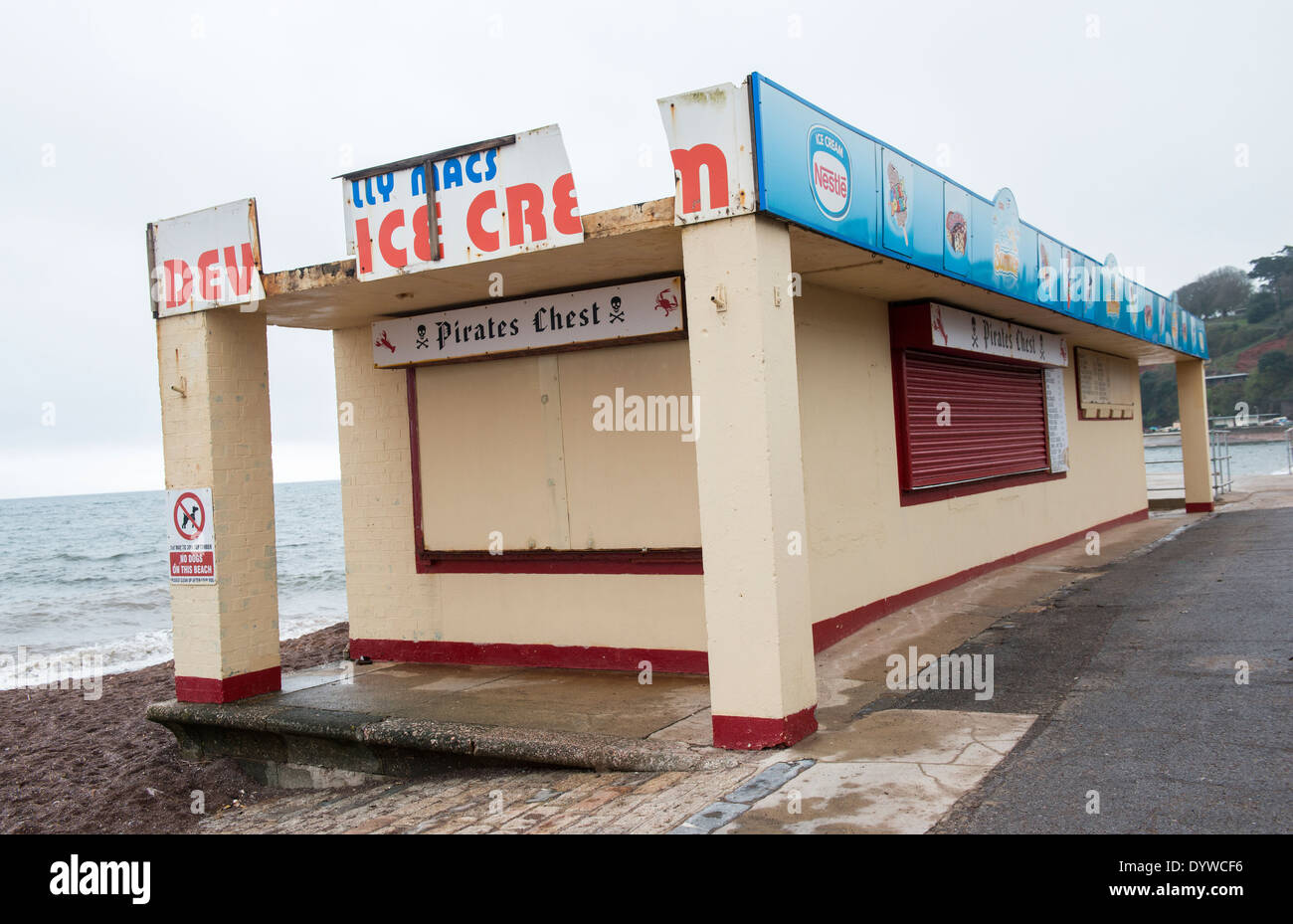 Pirates Chest seafront cafe closed for the winter in Dawlish, Devon - Stock Image