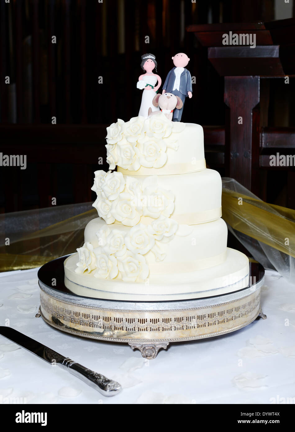 three tier cake three tier wedding cake with groom and topper 7981