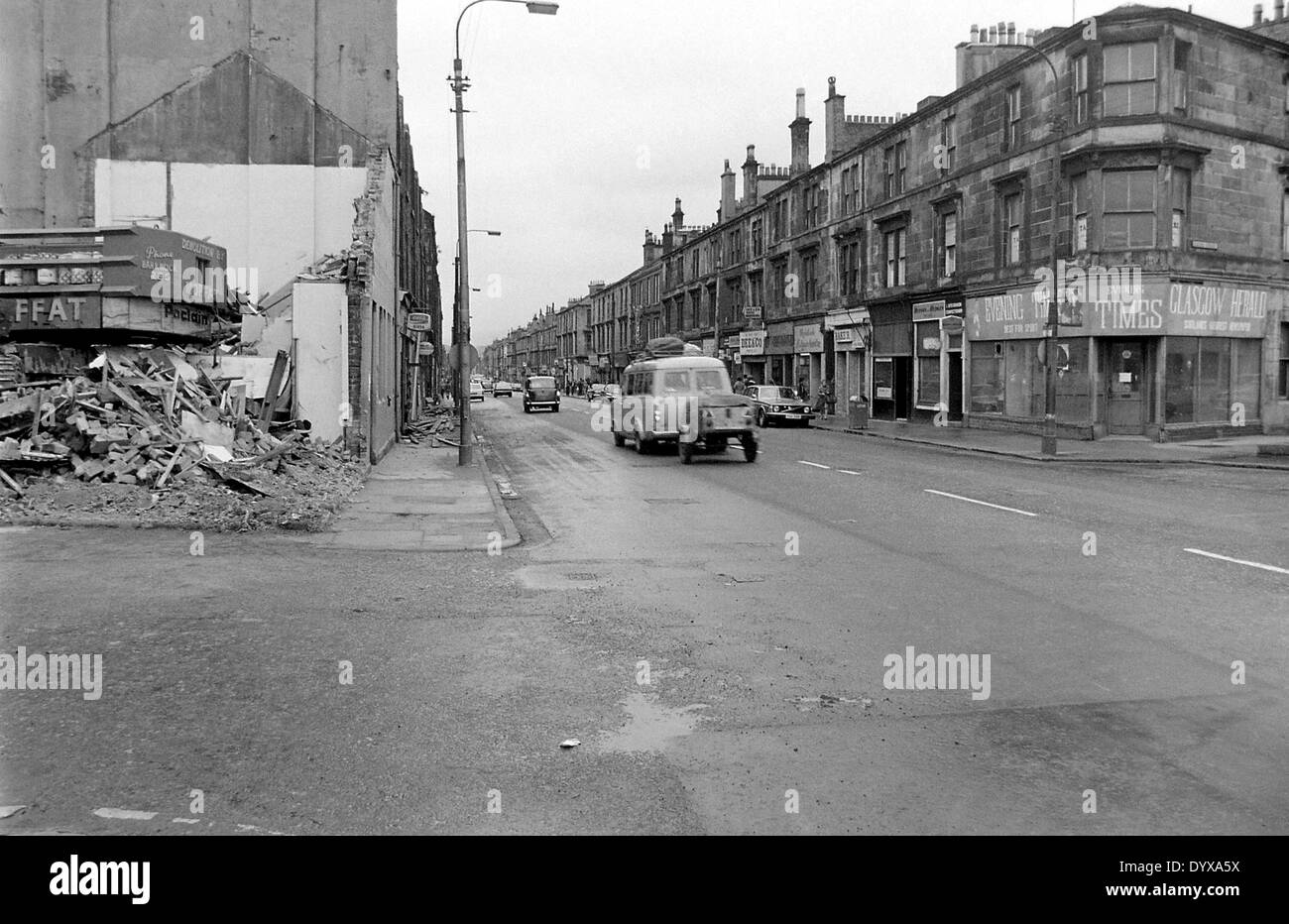 Looking down Glasgow Road, John Brown's shipyard gatehouse being demolished the left, the empty Evening Times on the right - Stock Image