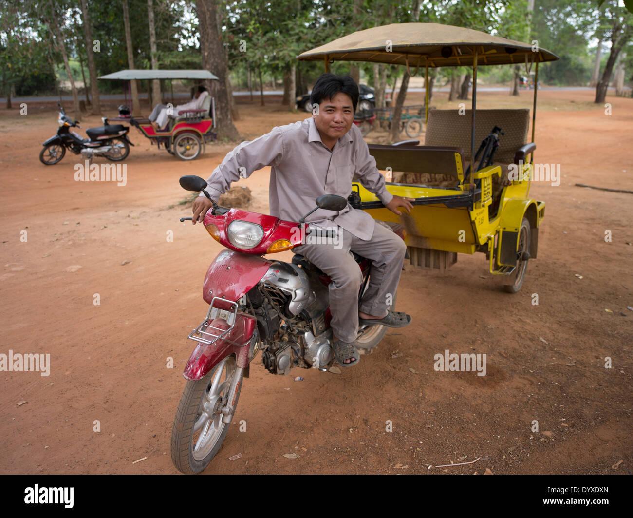 Tuk tuk ( remork-moto ) driver in Siem Reap, Cambodia - Stock Image