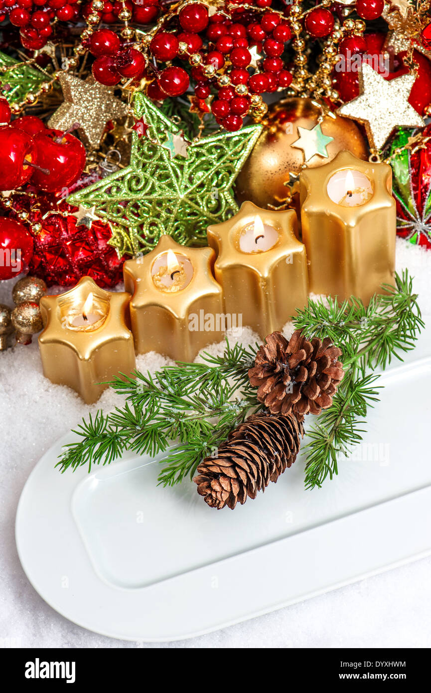 festive christmas table place setting decoration in red, green, gold ...