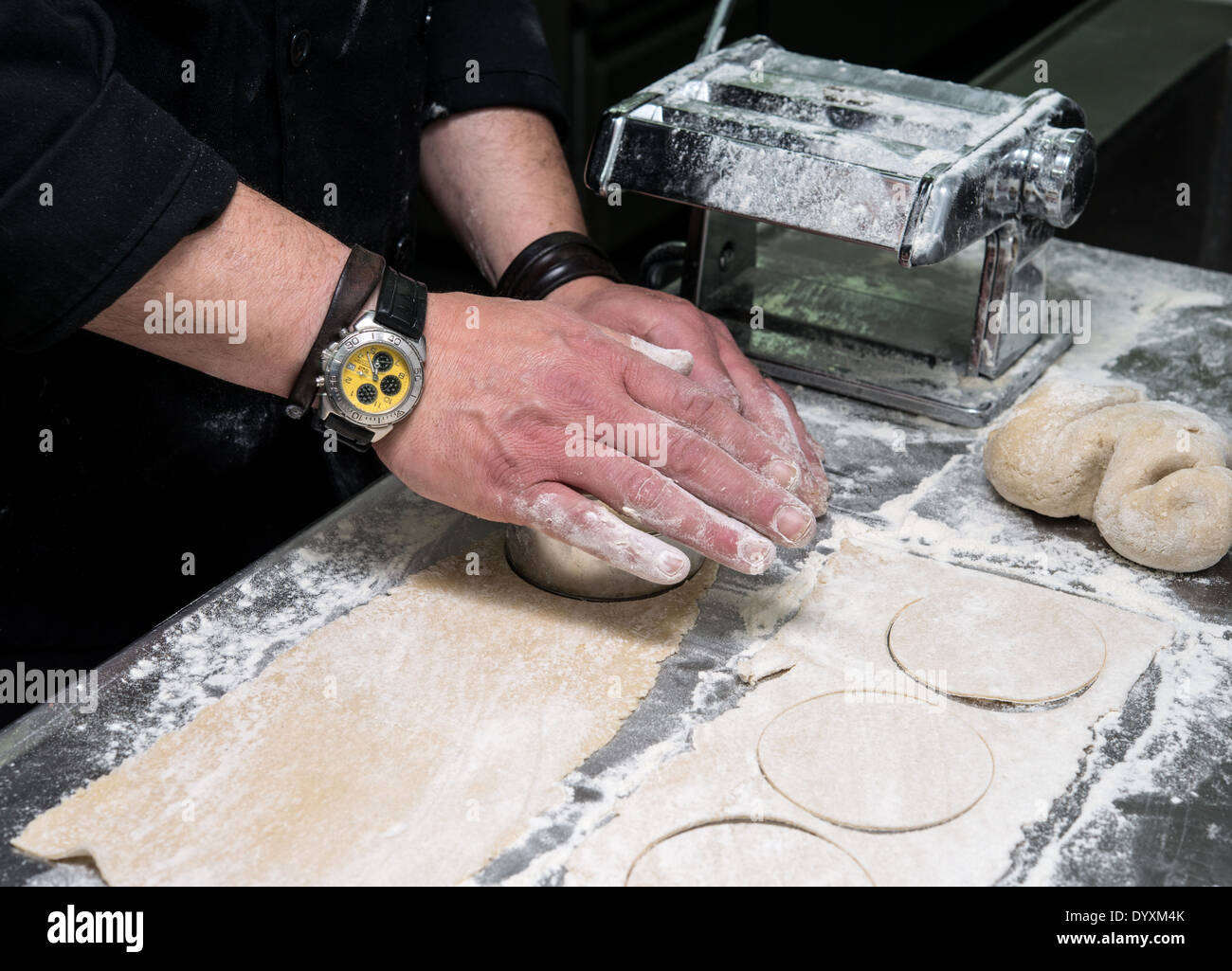Making Tortellini pasta cutting to size - Stock Image