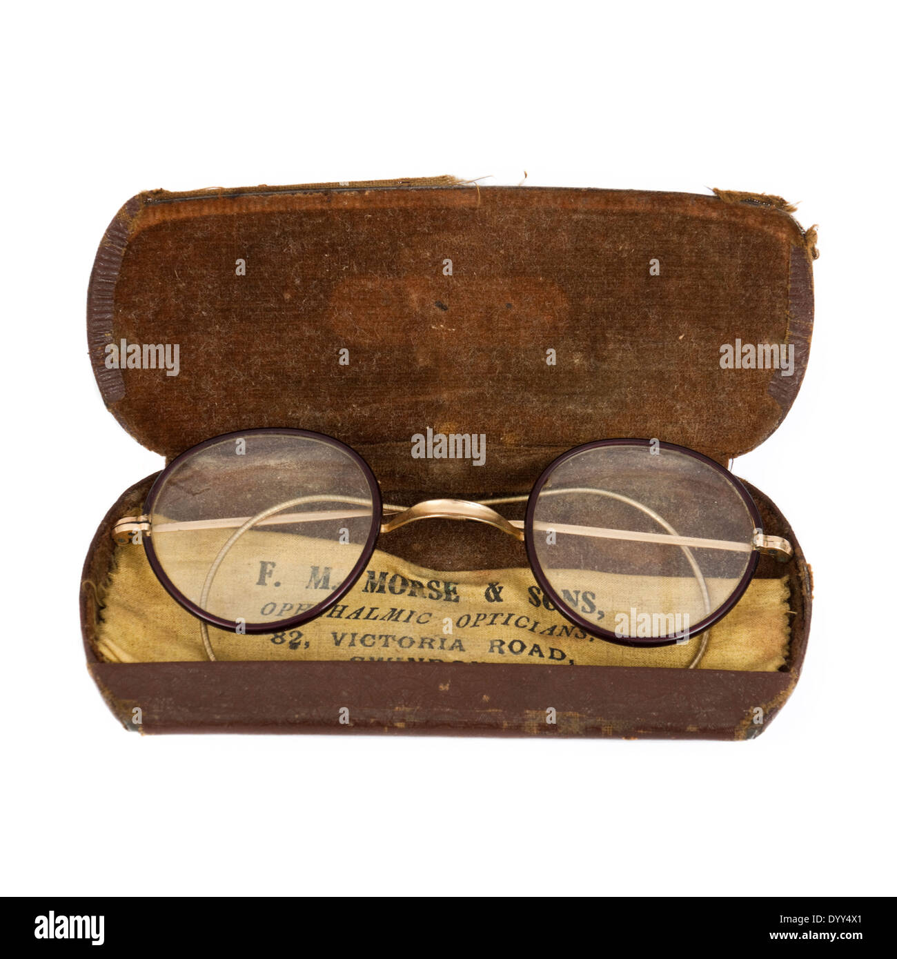 Antique spectacles in original case, supplied by F.M. Morse & Sons, 82 Victoria Road, Swindon, Wiltshire, UK - Stock Image