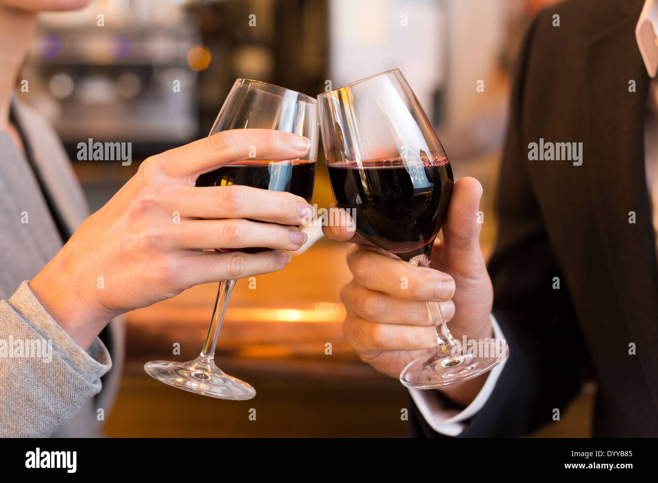 male female cheers alcohol bar - Stock Image