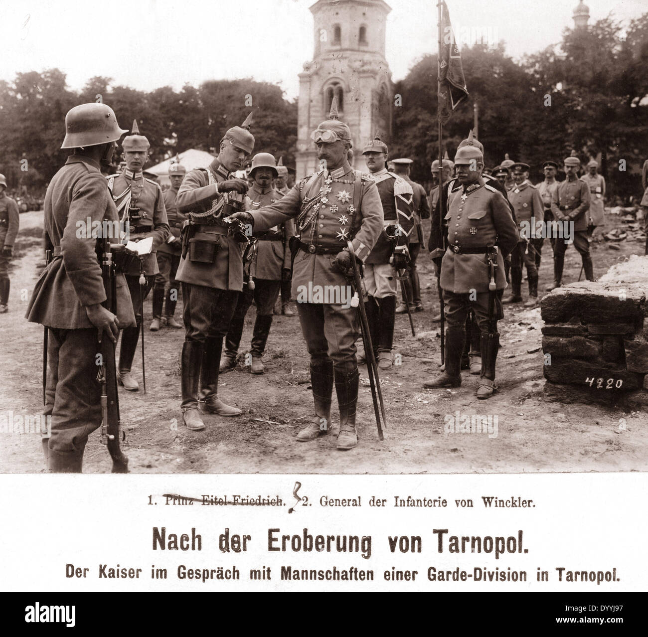 Emperor Wilhelm II. honours soldiers on the Eastern Front, 1917 - Stock Image