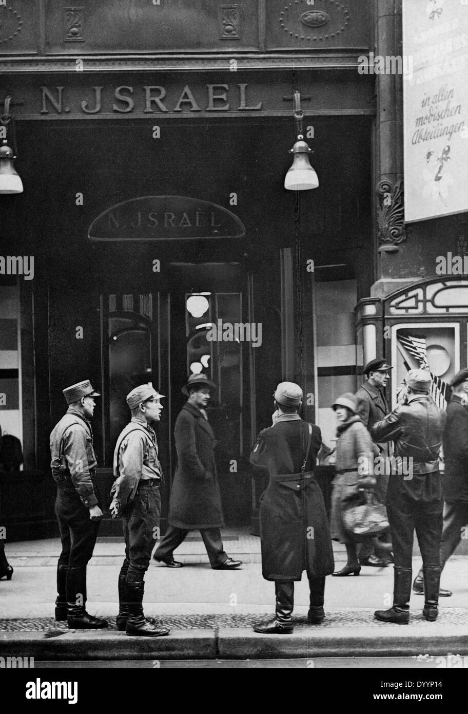 National Socialists in front of the Jewish store Nathan Israel in Berlin, 1933 - Stock Image