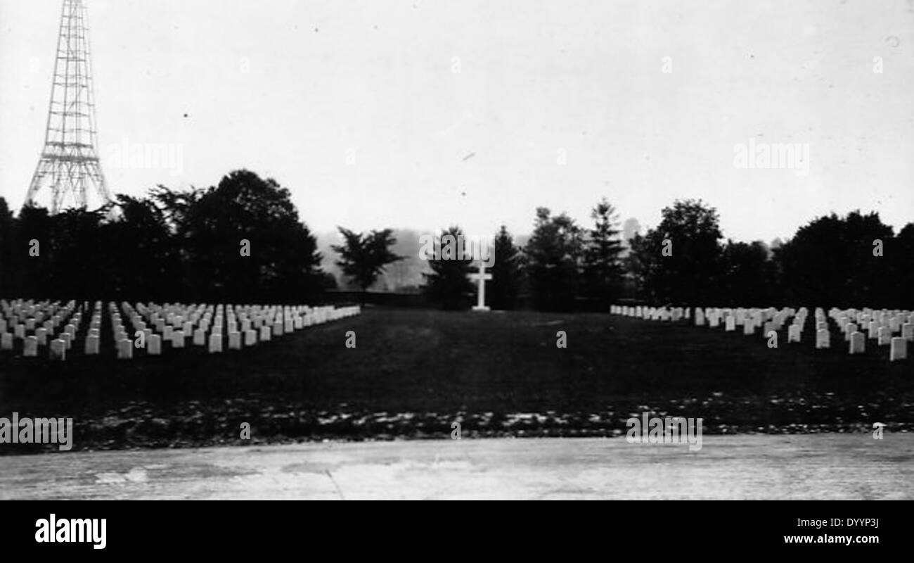 View of the Argonne Cross and World War I gravesites at Arlington National Cemetery - Stock Image