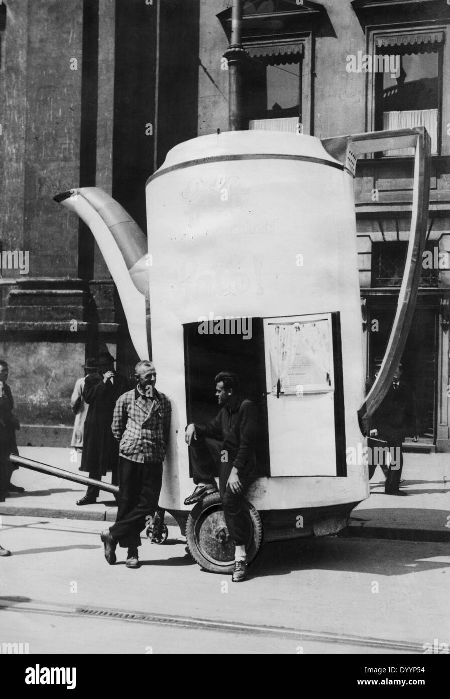 Economic Crisis Of 1929 Black and White Stock Photos & Images - Alamy