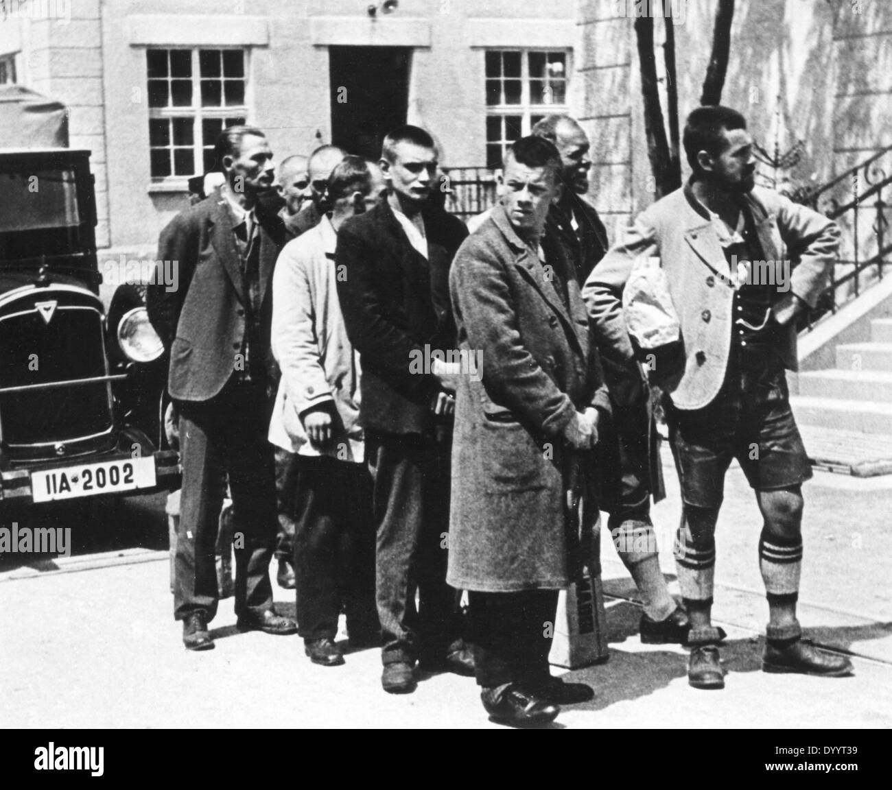 Arrival of detainees at the KZ Dachau, 1933 - Stock Image
