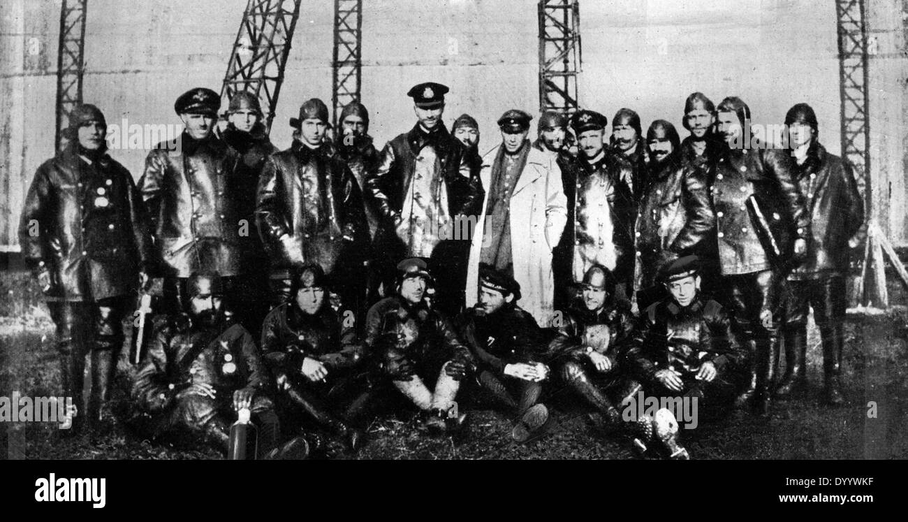 The crew of zeppelin L 59 (LZ 104), 1917 Stock Photo