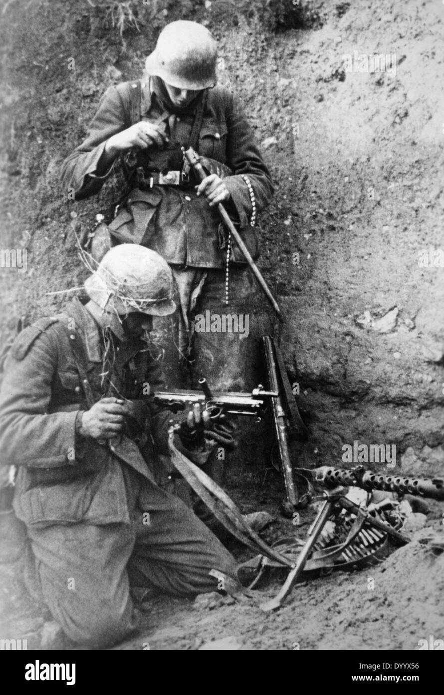 German soldiers with a machine gun in the Crimea, 1941 - Stock Image