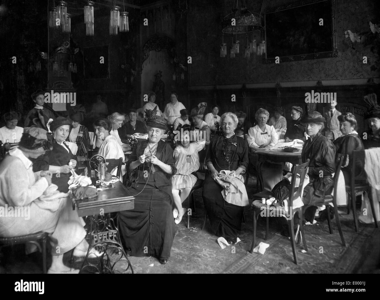 Women at needlework, 1914 - Stock Image