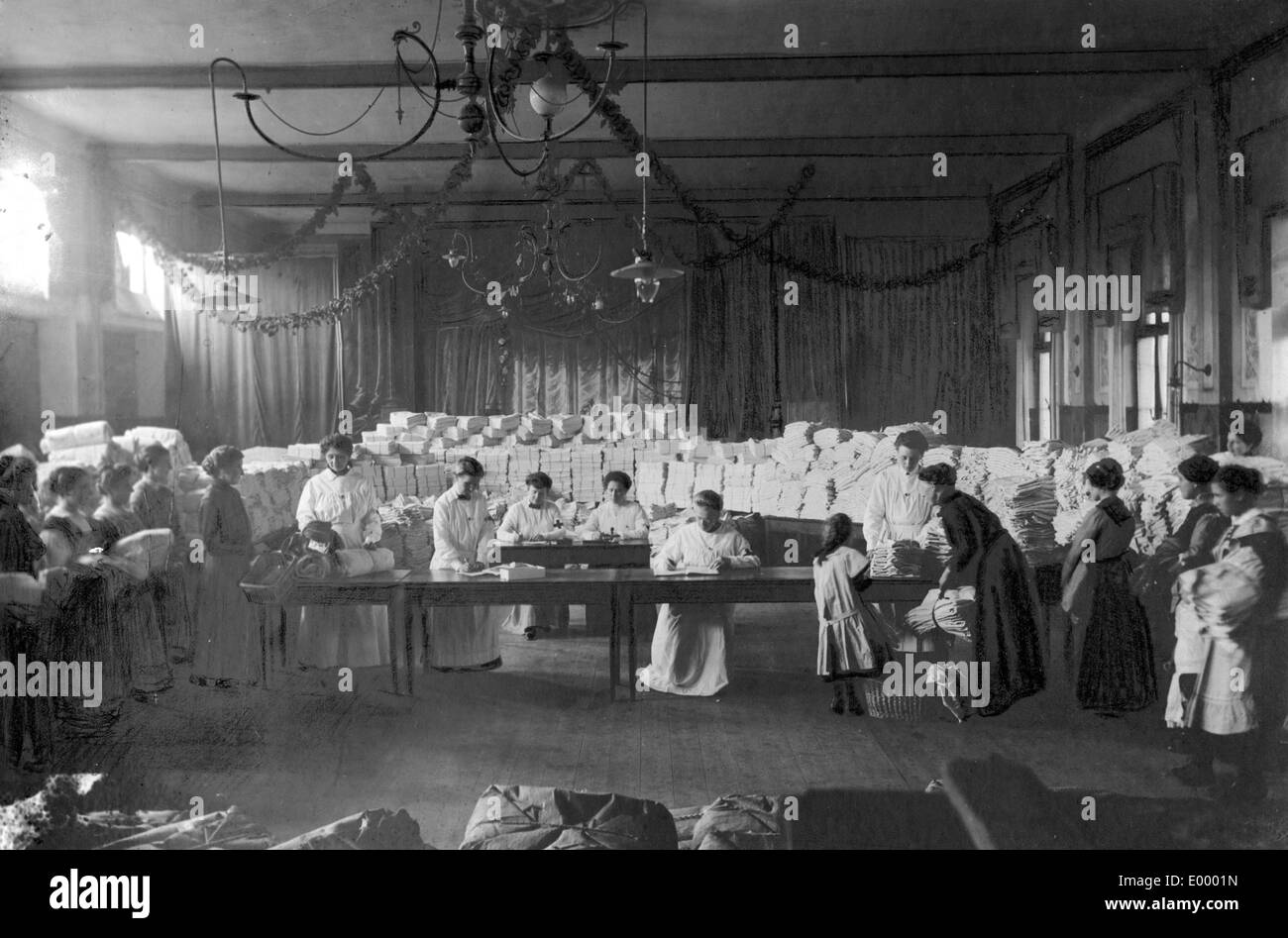 Distribution of home work, 1917 Stock Photo
