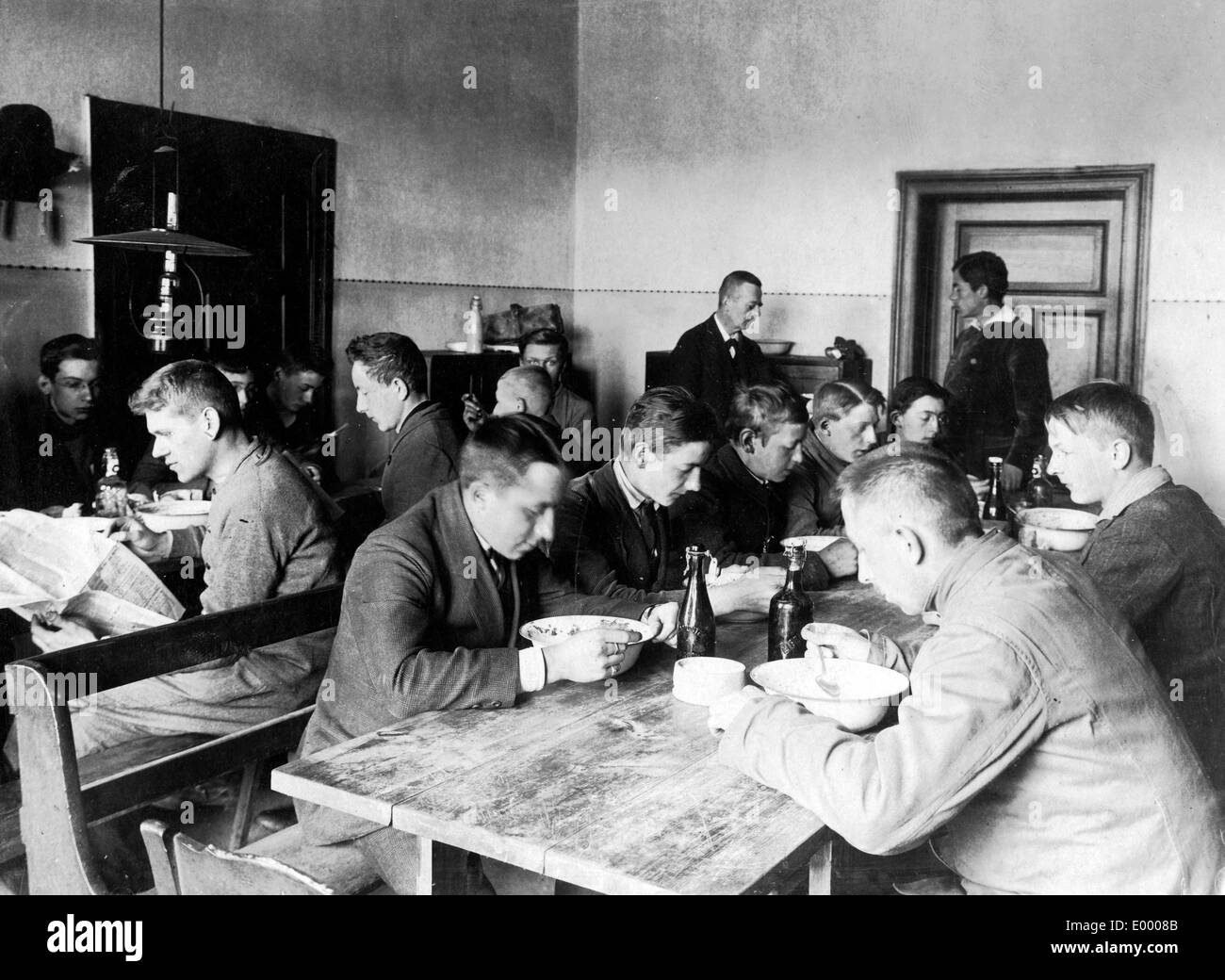 Adolescents at lunch, 1917 Stock Photo