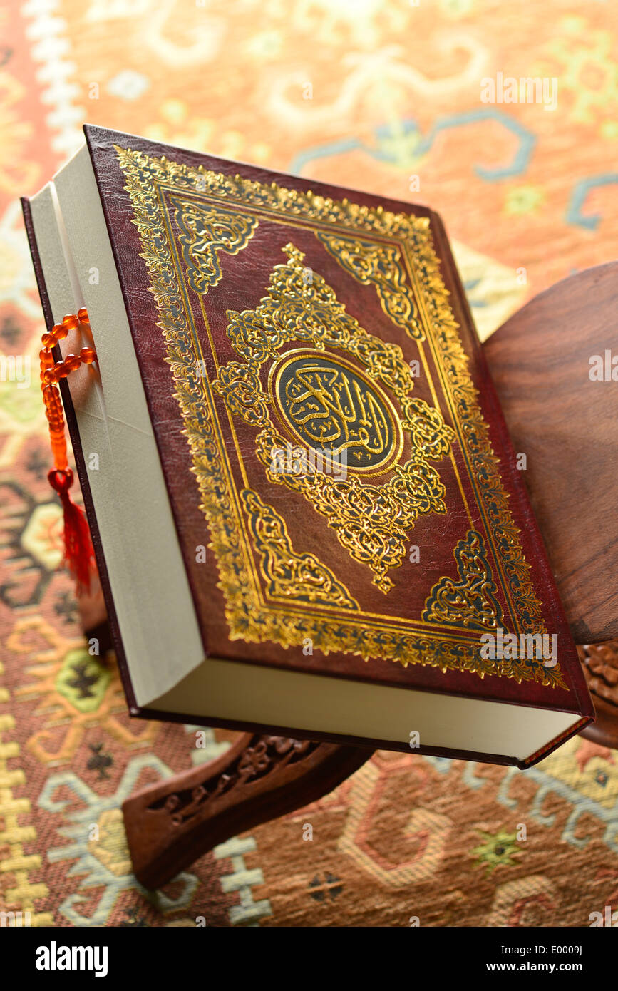 Close up of Holy Quran with islamic prayer beads - Stock Image