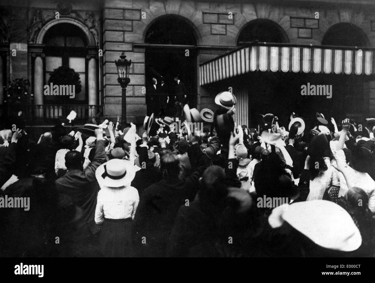 Proclamation of a victory message, 1914 - Stock Image