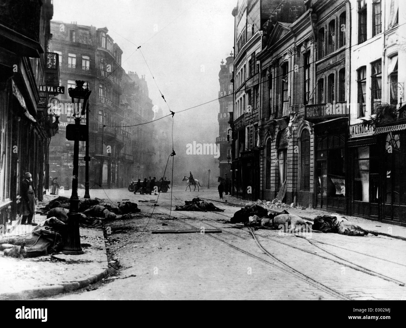 Aftermath of a street fight in Lille, 1914 - Stock Image