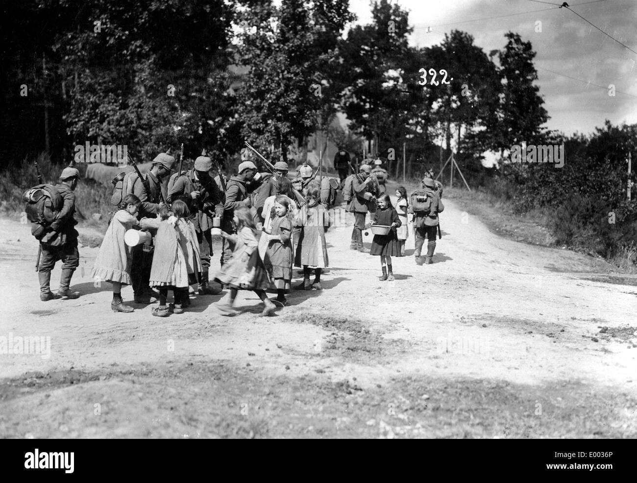 German soldiers are being provided with water, 1915 - Stock Image