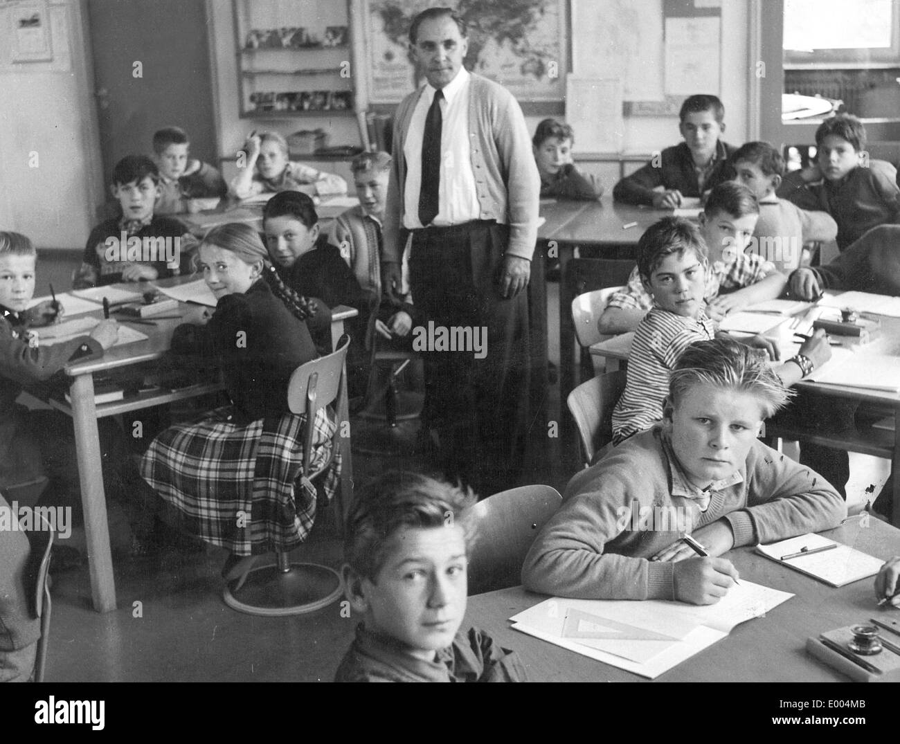 Education at an elementary school in Munich, 1957 - Stock Image