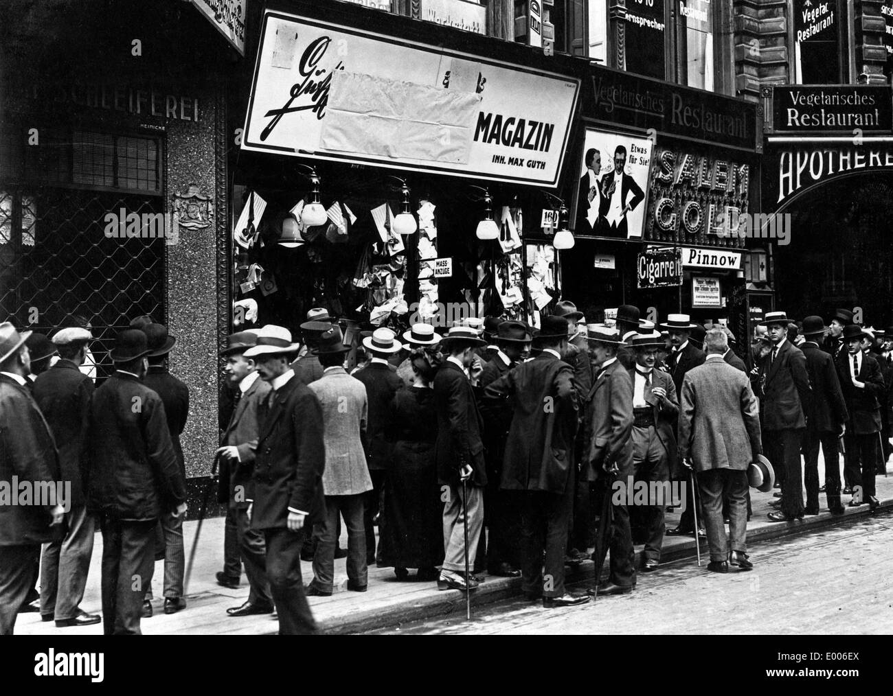 Covered foreign advertisment signs, 1914 - Stock Image