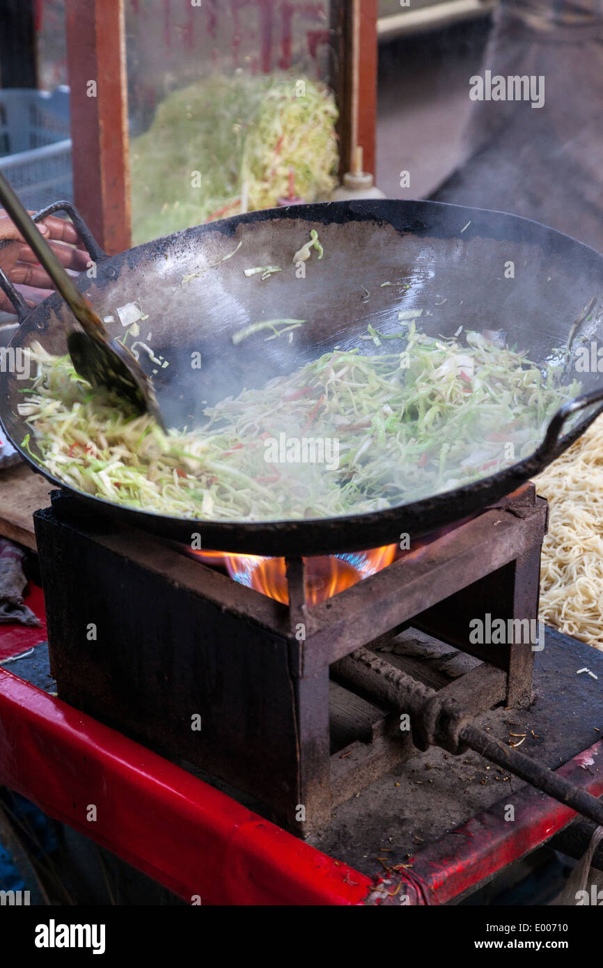 New Delhi, India. Street Food Vendor Cooking Grated Cabbage. - Stock Image