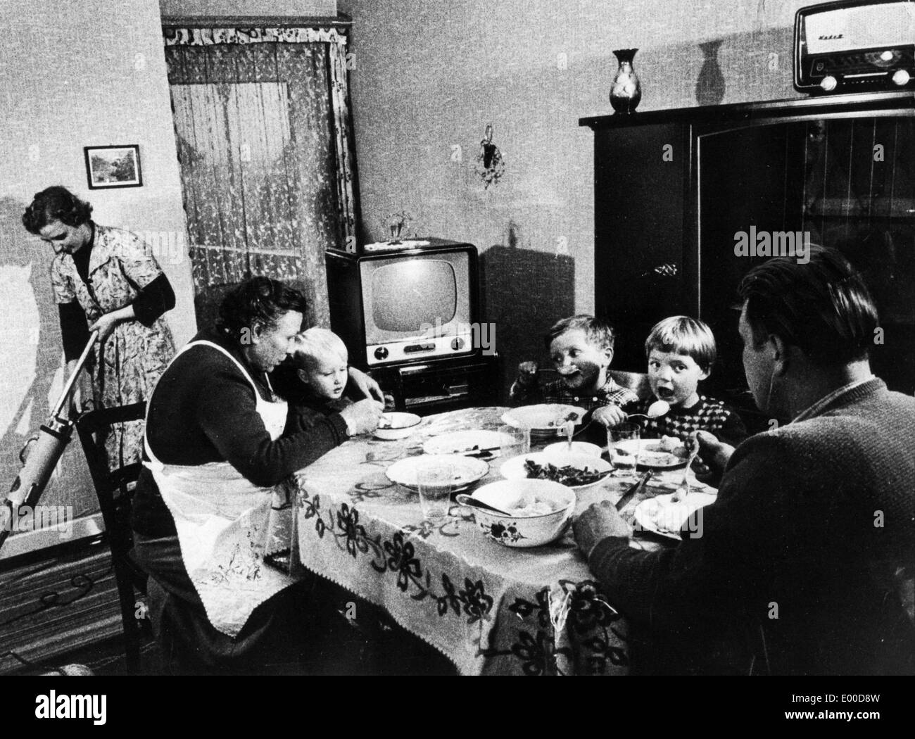 A family eating in the 'parlor', 1959 - Stock Image