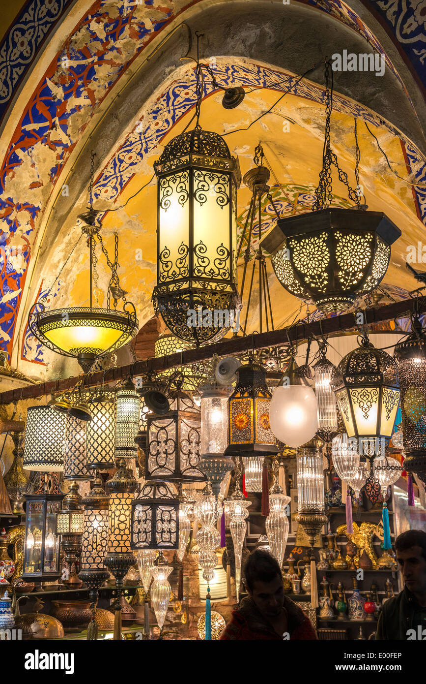 A stall selling lamps in the Grand Bazaar, Sultanahmet, Istanbul, Turkey - Stock Image