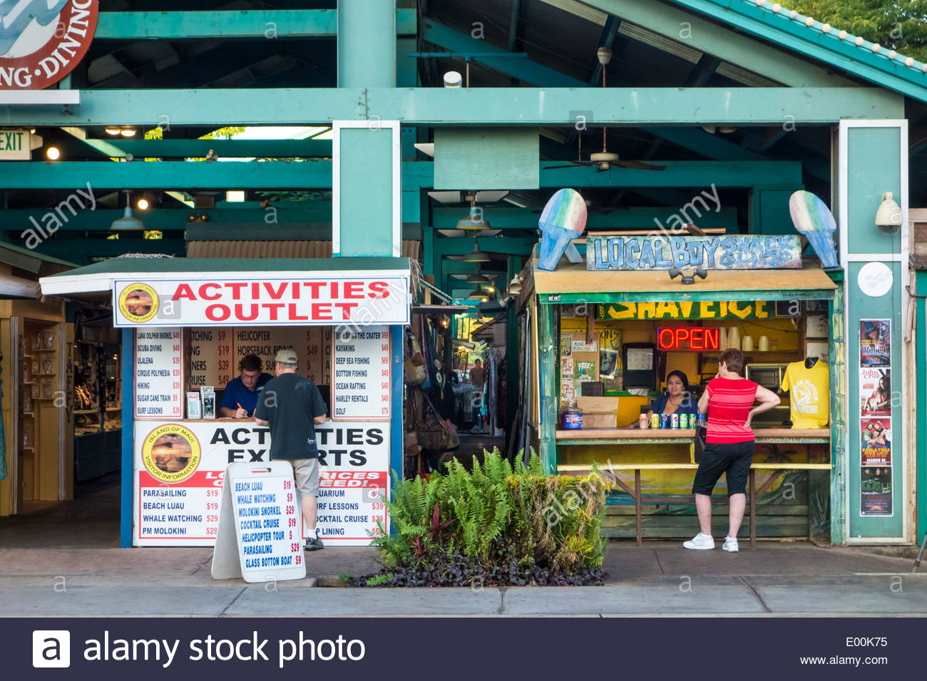 Kitschy Hawaiian tourist stuff in shopping area of Kihei on the island of Maui in the State of Hawaii USA - Stock Image