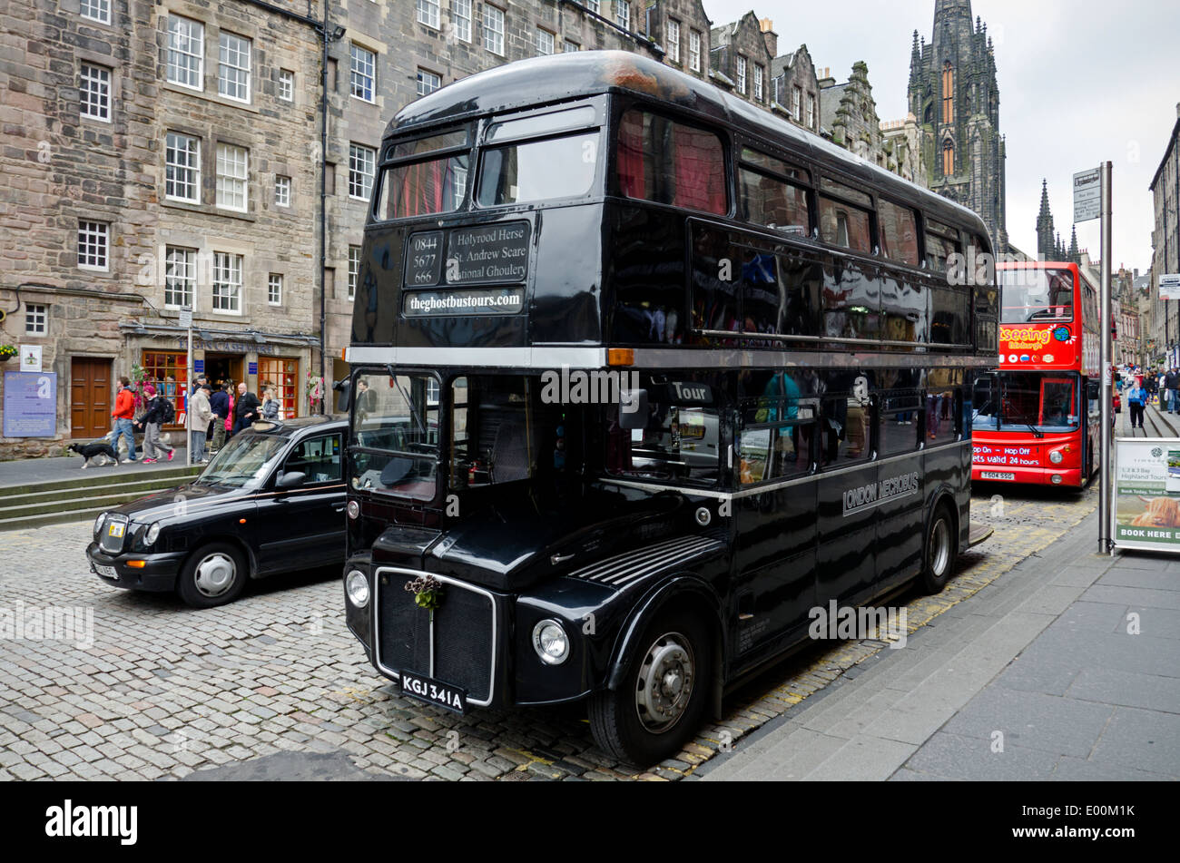 The Edinburgh Ghost Bus Tour is a theatrical sightseeing tour, taking you on a journey around the darker side of Edinburgh. - Stock Image