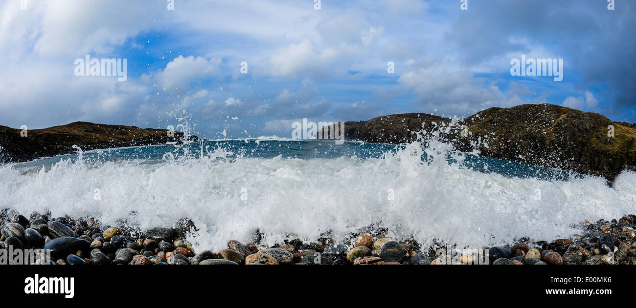 Atlantic waves pound the pebble beach at Gearrannan, Isle of Lewis, Outer Hebrides, Scotland - Stock Image