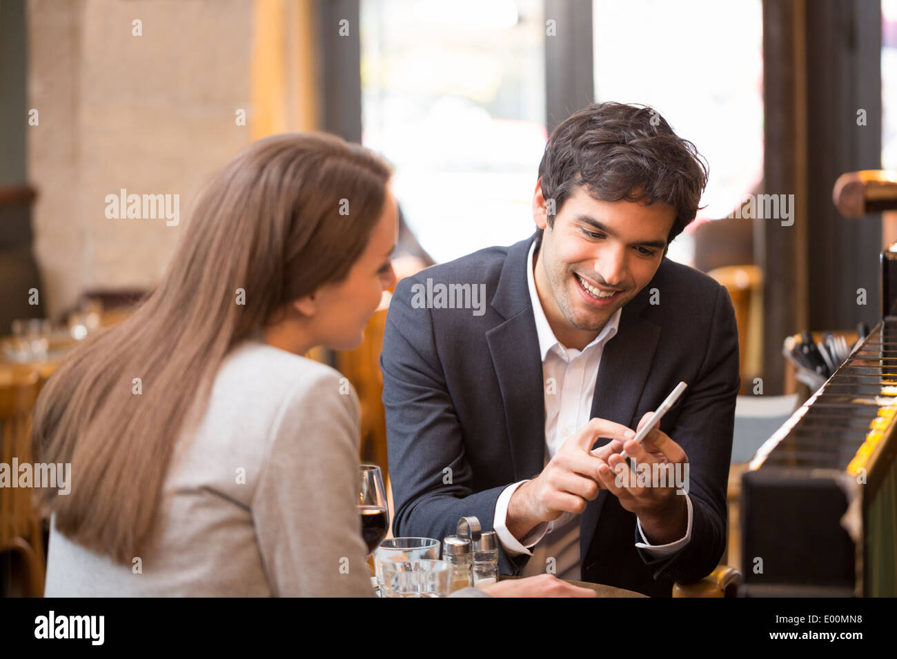 Man woman using cell phone coffee bar - Stock Image