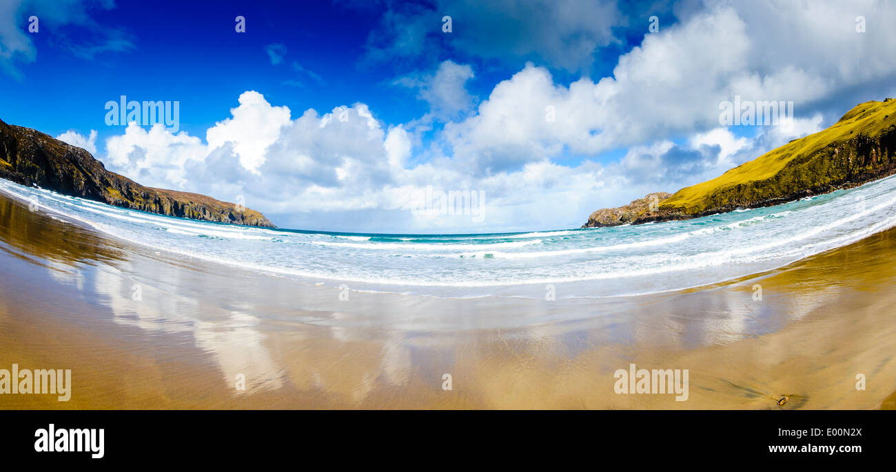 Atlantic breakers smash on to the beach at Cliff, Isle of Lewis, Outer Hebrides, Scotland - Stock Image
