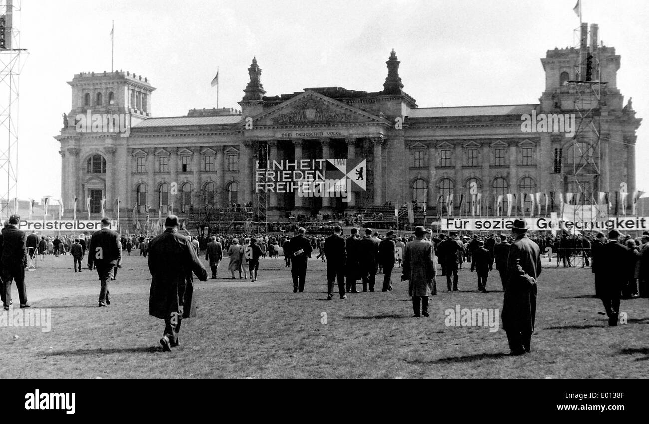 Platz der Republik on May 1. 1964 - Stock Image