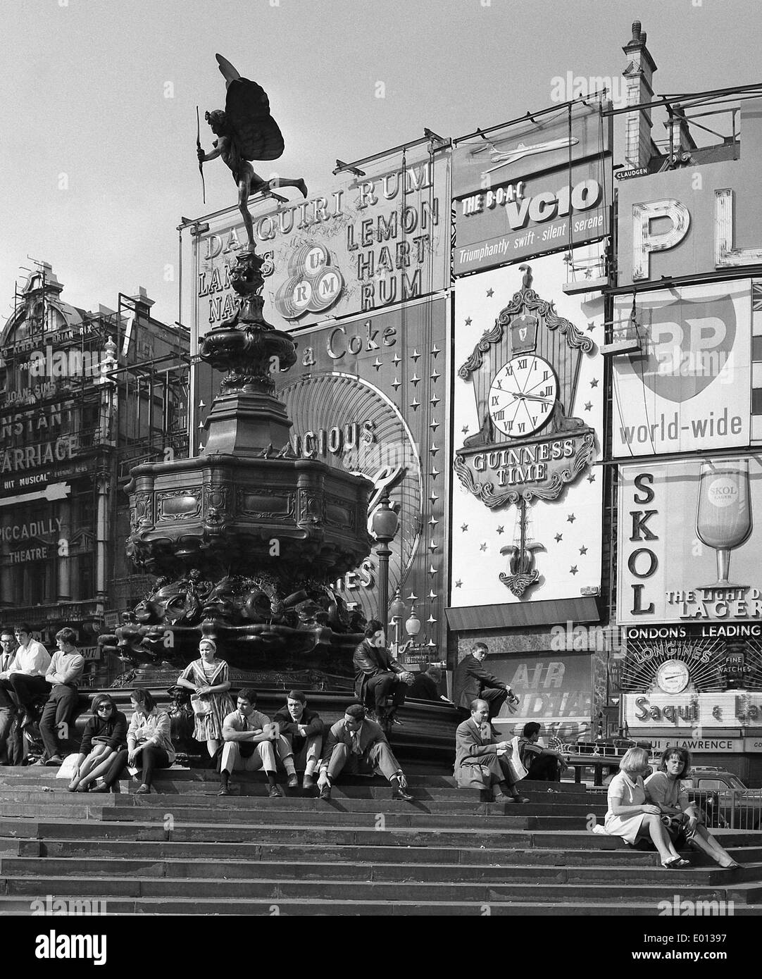 Piccadilly Circus in London, 1964 - Stock Image