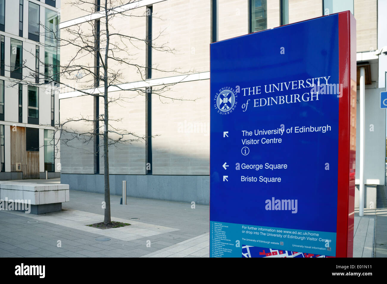 University of Edinburgh sign with the University buildings in the background. - Stock Image