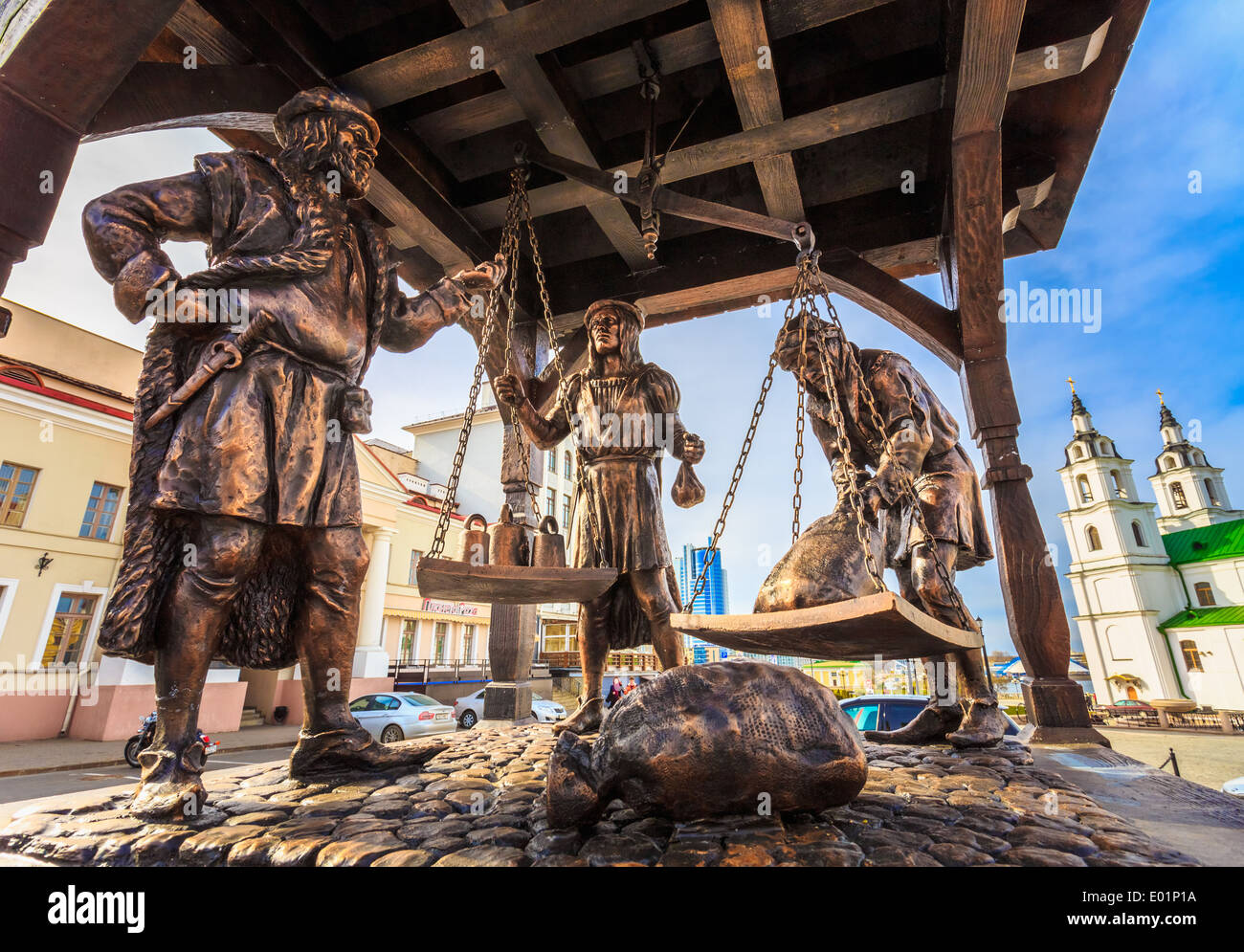 Trade merchants weighing of the wares and payment - bronze statue in old part town on April 6, 2014 In Minsk, Belarus - Stock Image