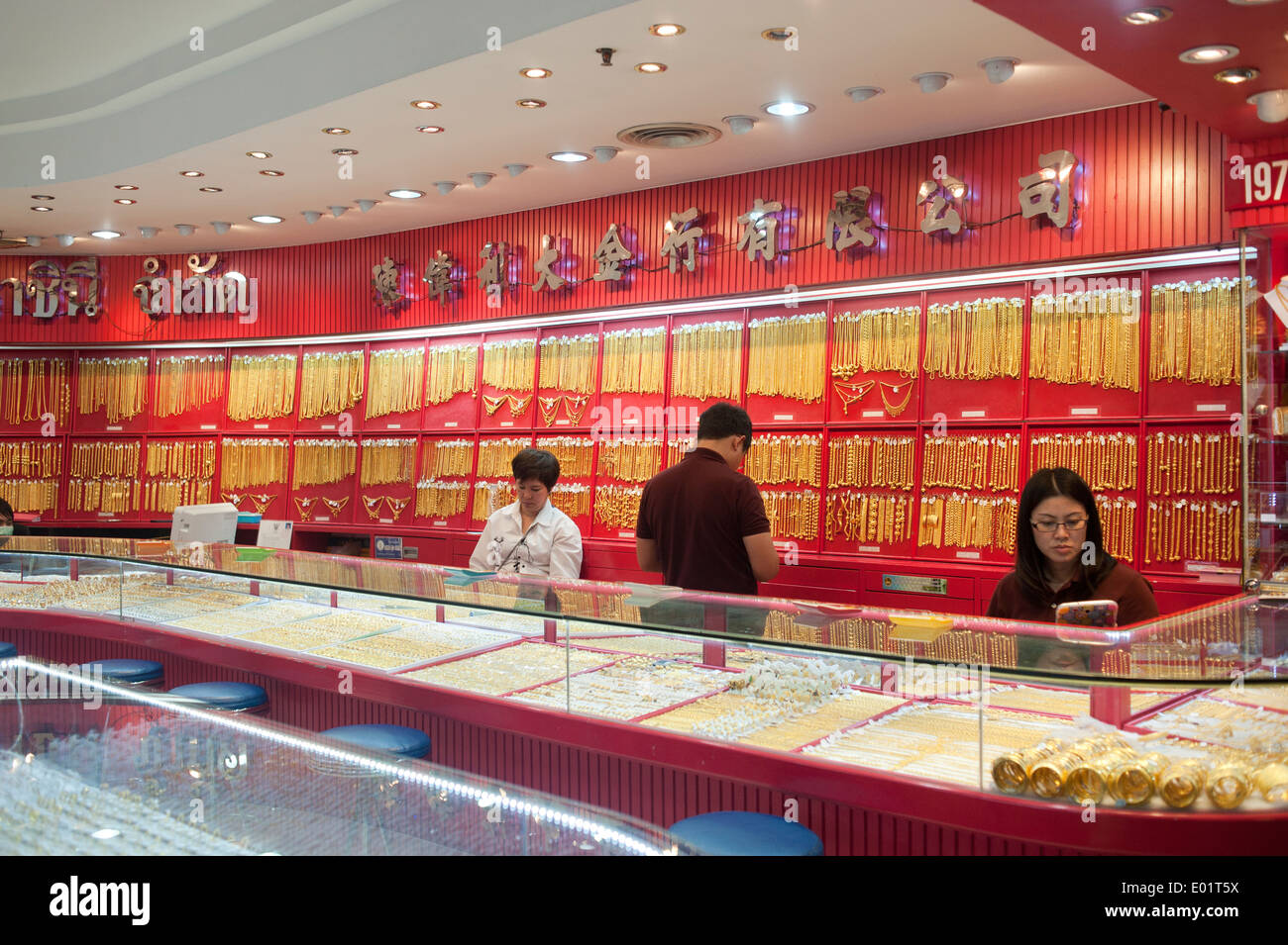 Bangkok Thailand 2014 Gold jewelry shop in Chinatown Stock Photo