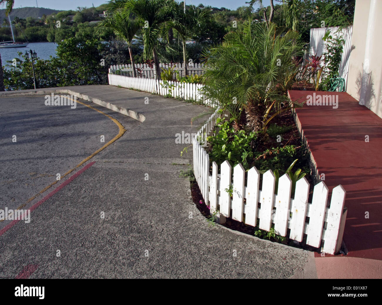Low Wooden Fence Staxel: Picket Fences Stock Photos & Picket Fences Stock Images