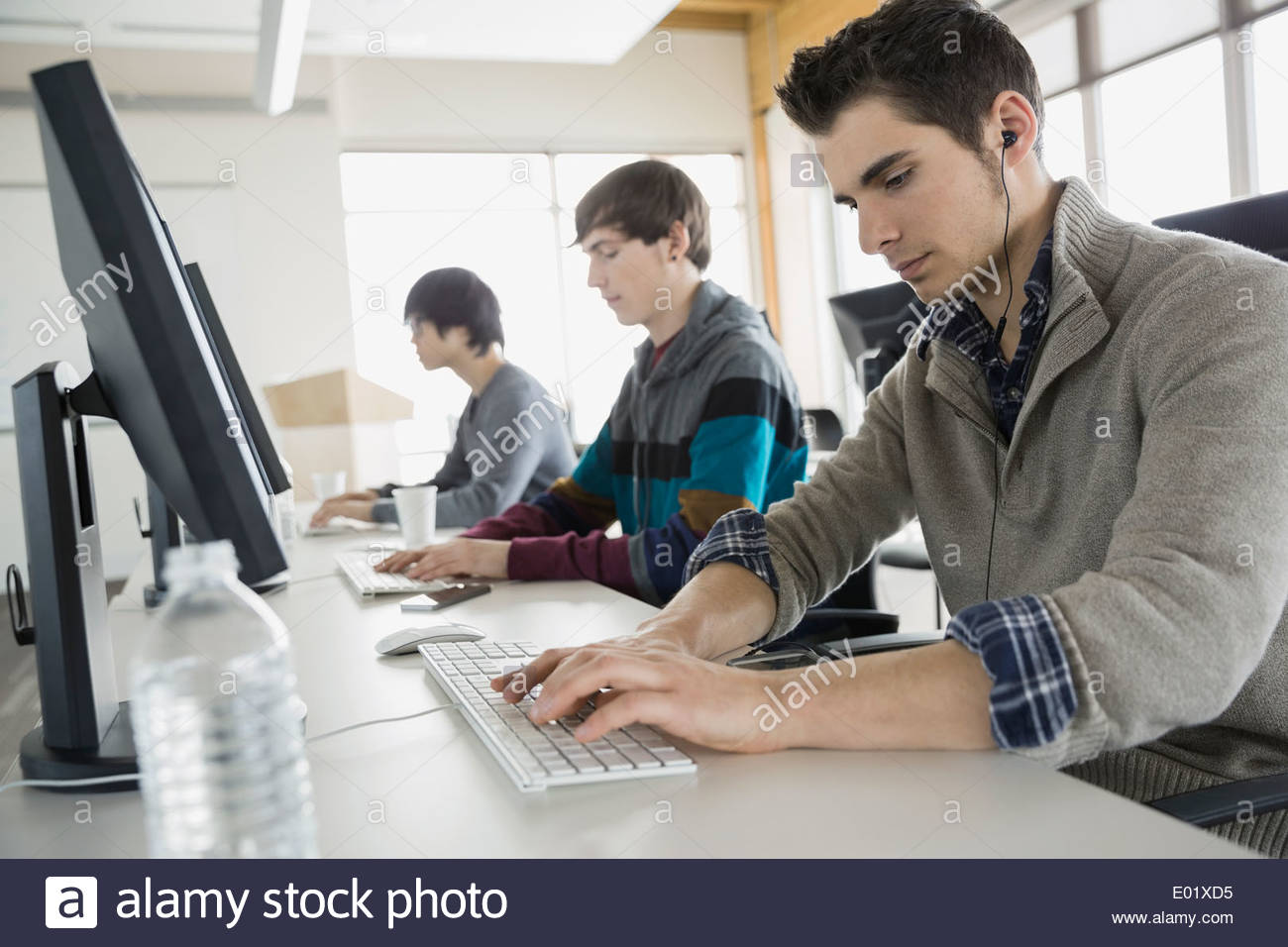High school students in computer lab - Stock Image
