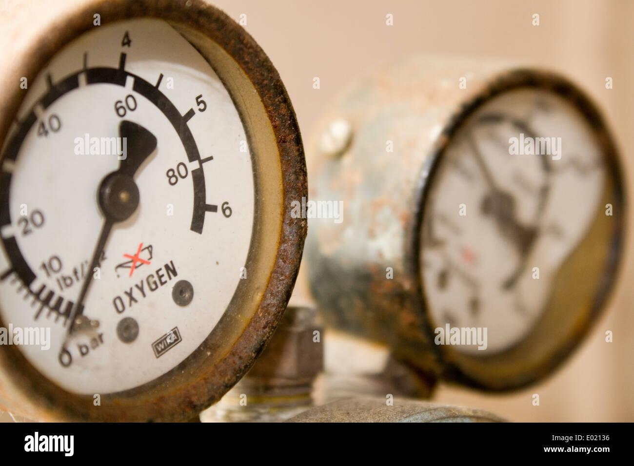 old oxygen gages on a regulator - Stock Image