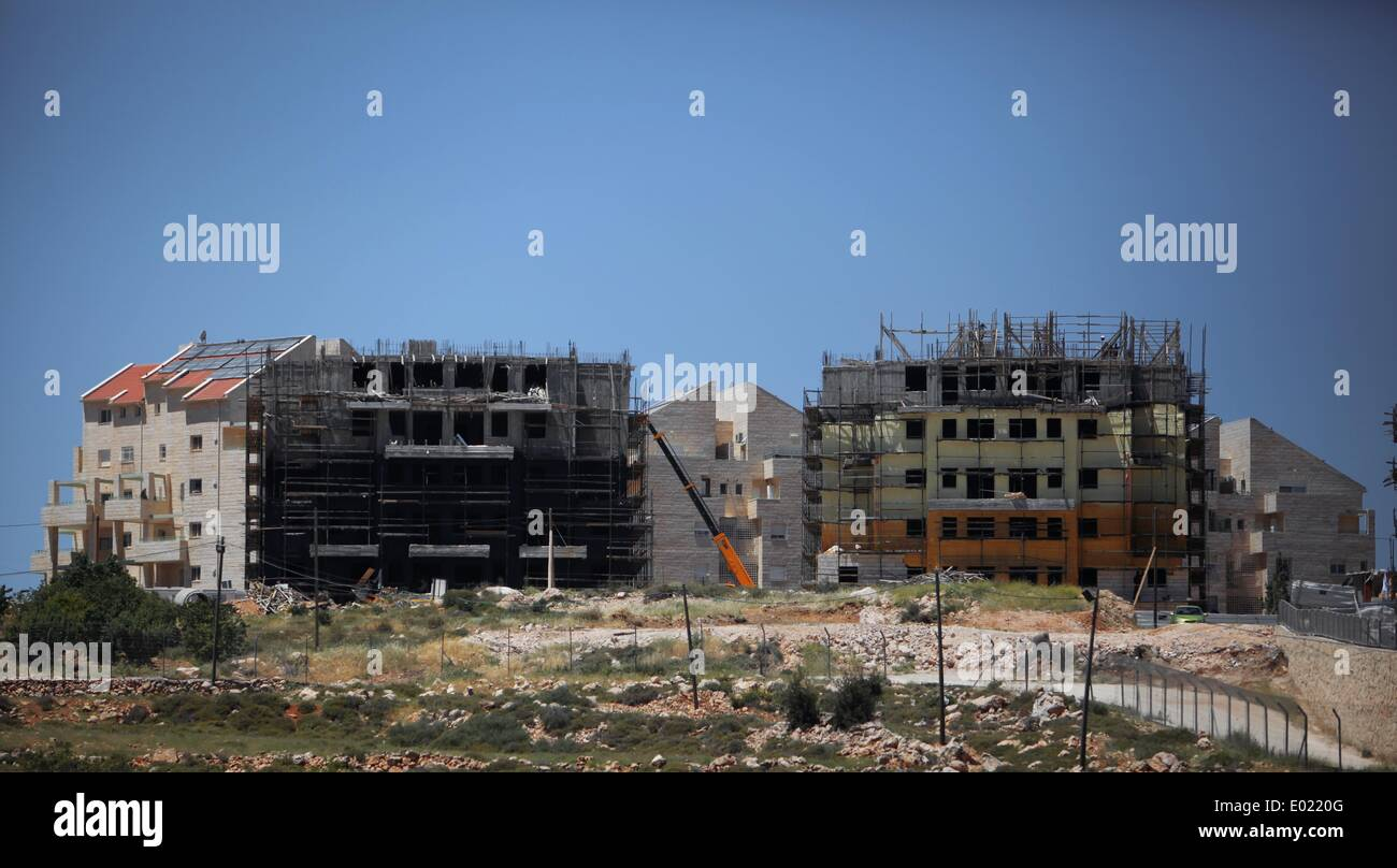 Bethlehem. 29th Apr, 2014. Photo taken on April 29, 2014 shows a general view of new buildings at the Israeli settlement of Efrat near the West Bank city of Bethlehem. The Israel-based Peace Now group said in a report published on Tuesday that the Israeli government promoted plans and tenders for at least 13,851 housing units in settlements during the nine months of U.S.-mediated peace talks. © Luay Sababa/Xinhua/Alamy Live News - Stock Image