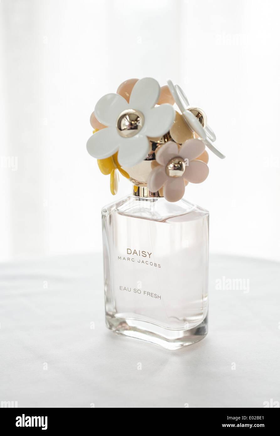 Daisy perfume stock photos daisy perfume stock images alamy daisy perfume by marc jacobs stock image izmirmasajfo