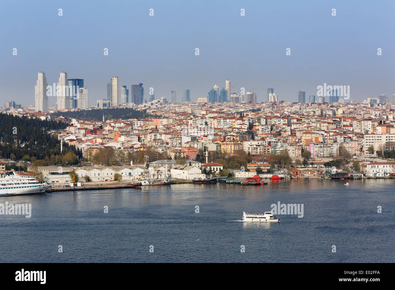 The Golden Horn with the districts of Beyoglu and Sisli, from Fener quarter, Istanbul, European Side, Turkey - Stock Image