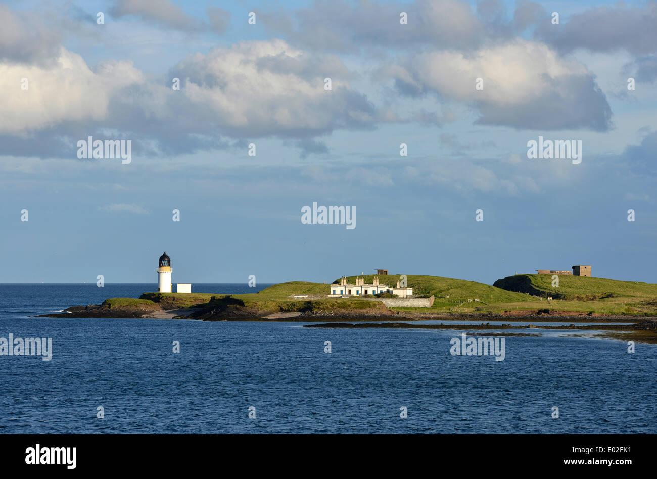 Lighthouse at the harbor entrance of Stornoway, Isle of Lewis and Harris, Outer Hebrides, Scotland, United Kingdom - Stock Image