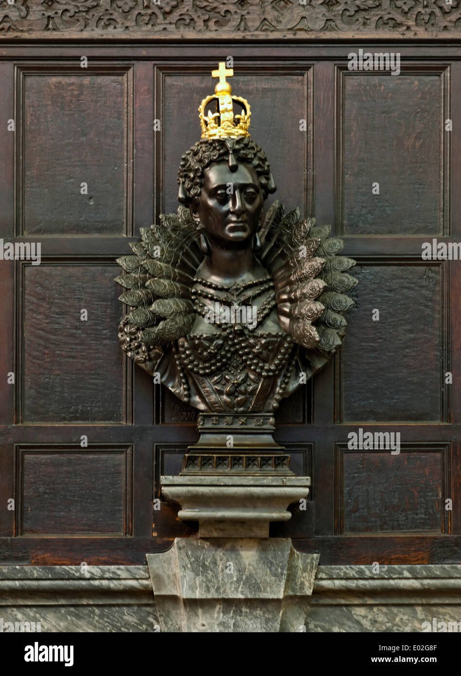 Jesus College Oxford, Oxford, United Kingdom. Architect: N/A, 1571. Bust of Queen Elizabeth I in the Dining Hall. - Stock Image