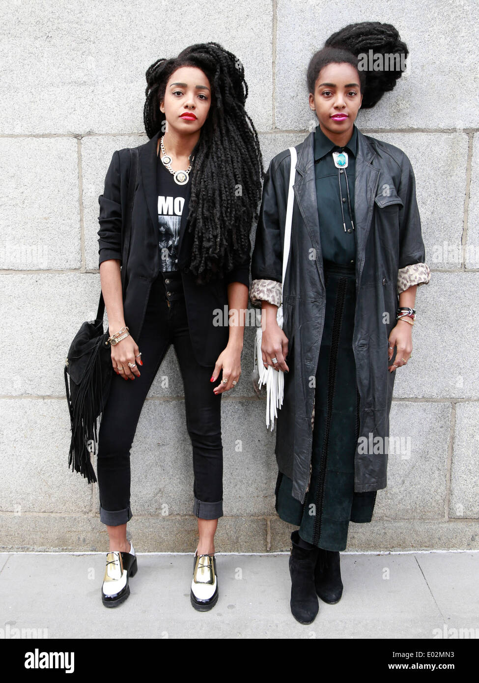 Twin sisters TK Wonder and Cipriana Quann strolling in New York City - April 25, 2014 - Photo: Runway Manhattan/Charles Eshelman/picture alliance - Stock Image