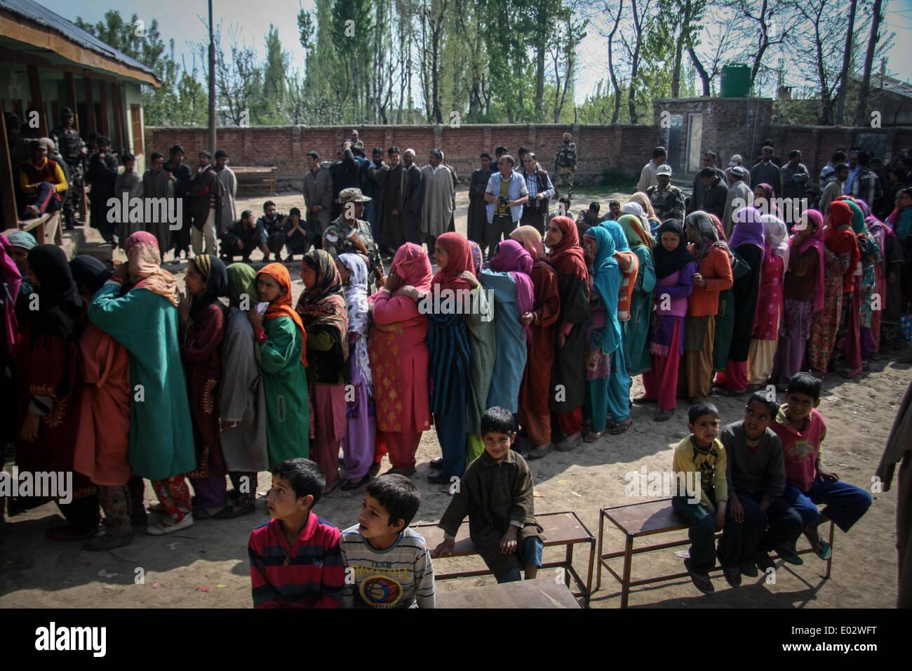 Zawalpora, India. 30th Apr, 2014. Kashmiri residents wait to cast their ballot at a polling station at Budgam Distric Stock Photo