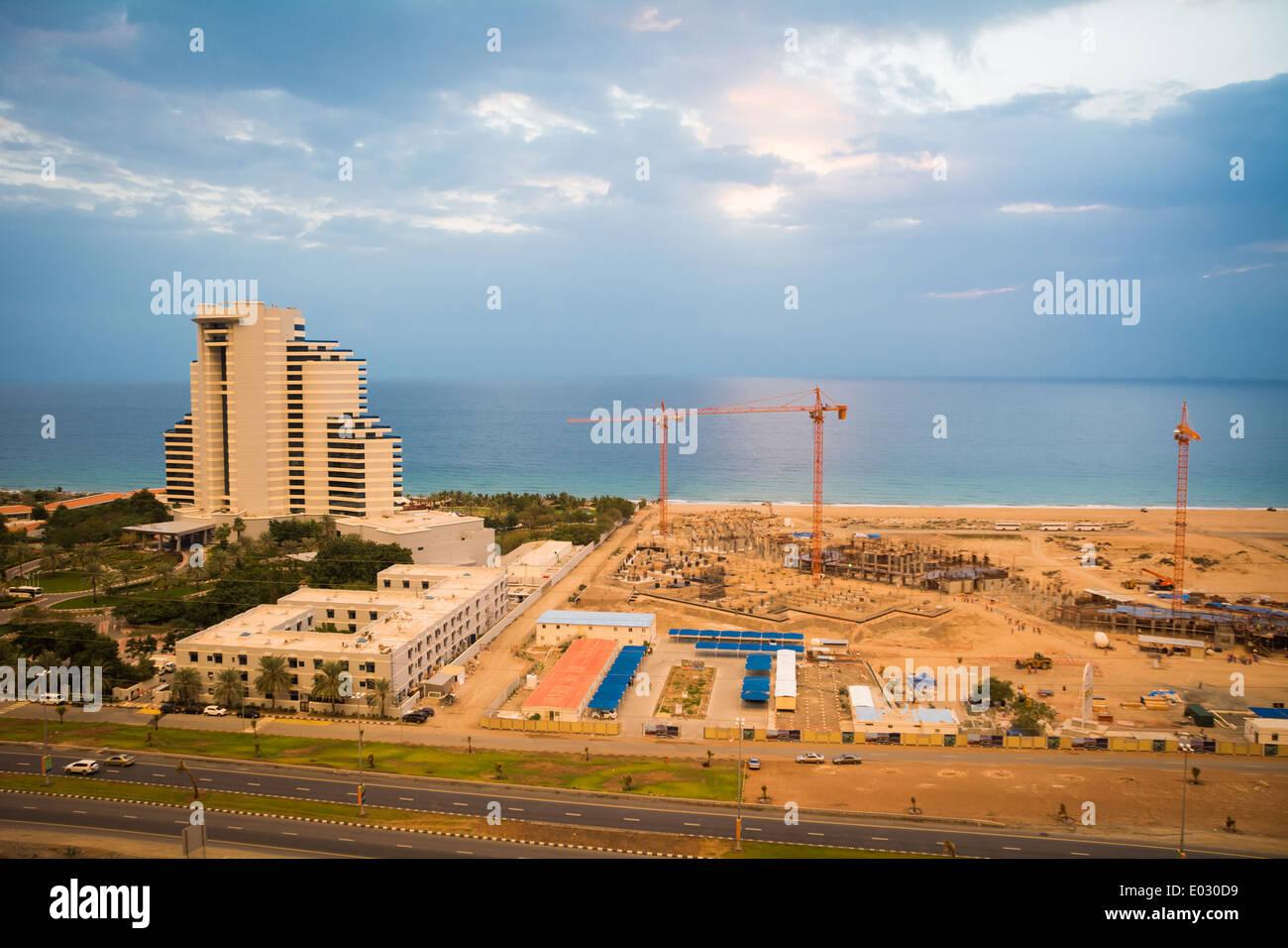 Le Meridien Hotel Al Aqah Beach Resort and construction of a new hotel. Fujairah, UAE Stock Photo